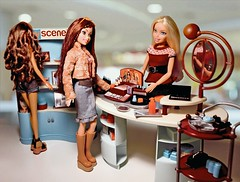 My Scene playset - Makeup Scene (dollstudio92) Tags: mtm madetomove facemold faces smiling smiley shopping shop mall photoshoot collector photogography photo onesixth playscale dolls chelsea madison gettingready playset scene makeup doll myscene barbie