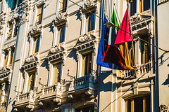 edificio con bandiere20 (sergiogilleslacavalla) Tags: bandiere palazzo città roma sergio gilles lacavalla