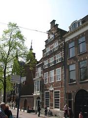 Maison Wapen van Savoyen (archipicture71) Tags: delft paysbas hollande maison pignon sculpture blasons renaissance gothique porte fenêtre house gothic huis neetherlands