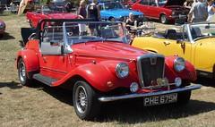 West Midlands Classic Car Club annual show 12 (Mount Fuji Man) Tags: westmidlandsclassiccarclub annualshow classiccar courtyard july2018 dudleycastle