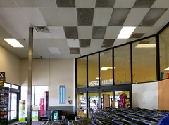 Another look inside the Millington Kroger front vestibule (l_dawg2000) Tags: 2017 2017remodel bakery dairy delicatesen floraldepartment food formergreenhousestore freshandlocal grocery grocerystore kroger localflair millington pharmacy tennessee tn unitedstates usa