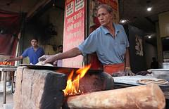CHAPATI MAN (dayvmac) Tags: india cooking fire indiastreetscene streetscenes