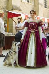 IMG_1108 (leroux.maximilien62) Tags: bayeux calvados normandie normandy france frankreich dog chien hund cane robe dress kleid medieval médiévales renaissance