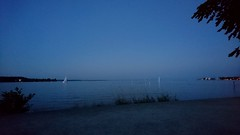 Die Nacht kommt, die Hitze bleibt (Jolanda Donné) Tags: bodensee konstanz dämmerung blauestunde badenwürtemberg deutschland grenzedeutschlandschweiz sonyxperiax sonyf5121 handyfoto