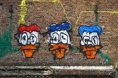 Duck Tales (Blende1.8) Tags: donaldduck comic graffiti wall mauer wand brick bricks waltdisney decay urban streetart art artistic colors colorful colourful vivid antwerp antwerpen outdoor sony alpha ilce6300 18135mm sel18135 a6300 6300 emount carstenheyer belgien belgium vlaanderen