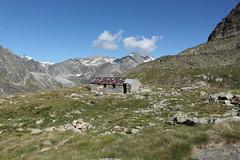 Plan de Bertol (bulbocode909) Tags: valais suisse arolla valdhérens plandebertol bergeries rochers nuages paysages vert bleu montagnes nature groupenuagesetciel