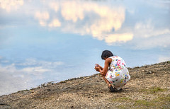 RAGOGNA. SULLE SPONDE DEL LAGO. (FRANCO600D) Tags: stefania ragogna lagodiragogna riflessi nuvole clouds lake lago ragazza girls donna woman fotografa fotografare canon fvg friuli friuliveneziagiulia eos6dmarkii franco600d 317 16 3