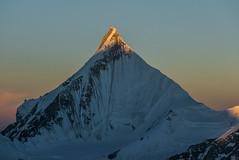 pinnacle (*altglas*) Tags: karakorum karakoram baltistan pakistan mountains berge charakusa drifika earlymorning sunrise