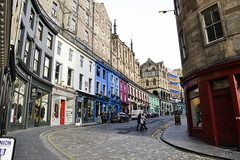 Victoria Street (oriolurigp) Tags: colours colourful edinburgh city scotland