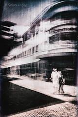 C'était la pleine lune (Fabrice Le Coq) Tags: photoderue street piéton ville immeuble batiment rue flou