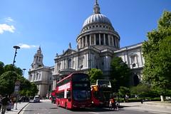 VWH2088-01 (Ian R. Simpson) Tags: lk15cwd volvo b5lh wright gemini3 hybrid metroline comfortdelgro bus vwh2088 stpaulscathedral stpauls cathedral church dome landmark building london england gardens architecture