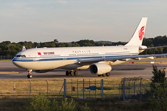 AIR CHINA B-6101 A330-343 31/07/18 EGKK (_alphabravo) Tags: avgeek aviation aviationphotography airplane airport avporn airliner airline canon eos600d eos england egkk gatwick gatwickairport planespotter planespotting photography plane planeporn sky window jet cloud aircraft cockpit airbus lgw
