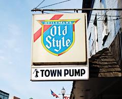 Town Pump - Montello, Wisconsin (Cragin Spring) Tags: midwest unitedstates usa unitedstatesofamerica townpump bar sign beer piwo bier oldstyle oldstylebeer beersign wisconsin wi montello montellowi montellowisconsin
