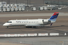 N461SW, Phoenix Sky Harbor, February 26th 2004 (Southsea_Matt) Tags: n461sw deltaairlines deltaconnection skywestusa bombardier crj200er unitedstatesofamerica usa arizona phoenix skyharbor kphx phx february 2004 winter canon 10d transport airplane aeroplane aircraft regionaljet