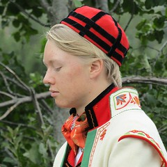 Holsdagen 2018 (Multerland...) Tags: holsdagen 2018 holkommune hallingdal traditions procession horses bunad traditionalwedding traditionaldress hardangerfiddle torsteingjeldokk sveiningeøen øyvindbrabant hardingfele