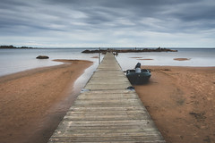 (Benedikt VII) Tags: schweden sweden nature water wasser natur strand beach boot boat steg wolken licht light kontrast contrast sonyalphaa7 2870mm sel2870 vänern wetter weather sand vollformat fullframe landscape landschaft ausblick view