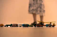 dove andate? (Martina Chiarato) Tags: dove andate macchine macchinine auto automobili automobiline mini uomo donna giocattoli bambini giochi piccolo where go cars little games toys children kid young woman man yellow colors giallo colori