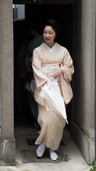suavity (byzanceblue) Tags: kyoto maiko geisha geiko kagai miyagawacho japan japanese woman girl female beauty cute beautiful 宮川町 京都 kimono gion dance lovely 舞妓 舞踊 traditional kanzashi formal 祇園 black 花街 white color colour flower nikkor background people photo portrait professional lady lovery 芸妓 着物 bokeh red traditonal summer