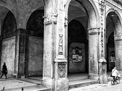 opposite (paddy_bb) Tags: olympusomd paddybb 2018 mft microfourthirds italy architecture schwarzweis italia bologna bw cityscape italien