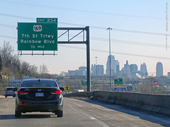 I-35 North toward Downtown KC, 19 Apr 2018 (photography.by.ROEVER) Tags: kc kck kansascity kansas drive driver driving driverpic ontheroad road highway interstate freeway i35 interstate35 commute morning sign bgs biggreensign exit234 northbound april 2018 april2018 usa