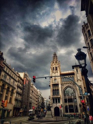 """Barcelona. Via Layetana. • <a style=""""font-size:0.8em;"""" href=""""http://www.flickr.com/photos/26679841@N00/41818830060/"""" target=""""_blank"""">View on Flickr</a>"""
