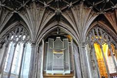 oud en nieuw (roberke) Tags: church kerk orgel ornamenten windows ramen vensters architecture architectuur old oud interieur interior naturallight availablelight daglicht plafond