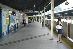 DSCF8082 (tohru_nishimura) Tags: xe1 xf3514 fujifilm train subway station tokyo japan