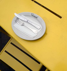 Continental (WhiPix) Tags: yellow table chair plate knife fork philadelphia cafe sidewalk 6006 napkin oldcity tablesetting