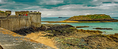low tide (werner boehm *) Tags: wernerboehm saintmalo brittany france sea wall architecture ebbe lowtide