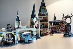 July 30: More Hogwarts (Snowhitie) Tags: lego harrypotter wizardingworld hogwarts whompingwillow fordanglia abuildadaykeepsthedoctoraway