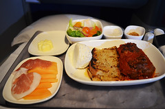 DL_flight_47 (chiang_benjamin) Tags: inflight deltaairlines airlines food meal dinner businessclass luxury meatball salad bread butter skyteam