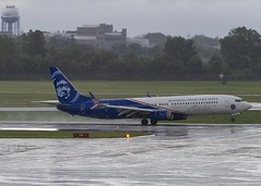 Alaska Airlines Boeing 737-990(ER)(WL) N265AK; - Honoring Those that Serve (MIDEXJET (Thank you for over 2 million views!)) Tags: milwaukee milwaukeewisconsin generalmitchellinternationalairport milwaukeemitchellinternationalairport kmke mke gmia flymke alaskaairlinesboeing737990erwln265ak alaskaairlines boeing737990erwl n265ak boeing boeing737990 boeing737900 boeing737 737 737900 737990 wisconsin unitedstatesofamerica iflyalaska