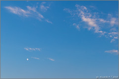 moon.daylight@24July18.naples.it (Rinaldofr) Tags: canon6dmkii canonef1635f4is sky clouds moon daylight blue summer