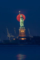 Blood Moon (Amar Raavi) Tags: statueofliberty statue moon bloodmoon fullmoon red moonset bluehour libertyisland manhattan newyorkharbor newyork cityscape architecture nationalmonument freedom nyc newyorkcity usa