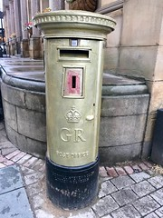 Jessica Ennis-Hill's Gold Post Box, Sheffield 2018 (Dave_Johnson) Tags: royalmail postbox post goldpostbox olympicgames olympics london2012 jessicaennis jessicaennishill jessennis barkerspool sheffield southyorkshire yorkshire