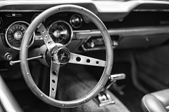 Ford Mustang (Berlin-Knipser) Tags: berlin deutschland germany classicremise classicremiseberlin oldtimer youngtimer vintagecars vintagelens sonya7ii minolta blackandwhite bw blackwhite artinbw schwarzweis schwarzweiss sw automobil minoltamc1458mm