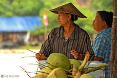 11-10-04 01 Myanmar (670) O01 (Nikobo3) Tags: asia myanmar birmania burma mandalay culturas color social people gentes portraits retratos travel viajes nikon nikond200 d200 nikon7020028vrii nikobo joségarcíacobo