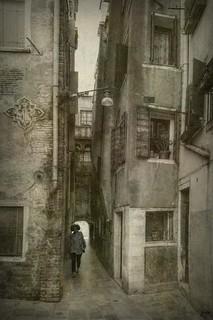 ... Si te sientas en el camino, ponte de frente a lo que aún has de andar y de espaldas a lo ya andado.  Proverbio chino ...
