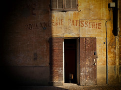 boulangerie patisserie (Rino Alessandrini) Tags: door architecture old buildingexterior builtstructure nopeople wallbuildingfeature entrance dirty oldfashioned window brick abandoned facade urbanscene street architectureandbuildings rundown history city everypixel boulangerie patisserie