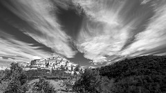 living on the hill (Blende1.8) Tags: clouds cloudscape village dorf siedlung toakana tuscan tuscany italia italy italien bellaitalia hügel hill hills landscape landschaft wolken mono monochrome monochrom schwarzweis blackandwhite bw sw trees tree bäume baum nikon d700 wideangle haus häuser building buildings sky