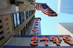 RADIO CITY MUSIC HALL (André Pipa) Tags: radiocitymusichall indoortheatre nyc manhattan rockfellercentre edwarddurellstone donalddeskey artdeco america usa newyorkcity nycicons newyorkicons architecturaliconsnewyork photobyandrépipa