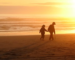Sunset on Kalaloch Beach (North Idaho Dad) Tags: ocean sunset sun beach yellow kids washington sand pacific olympicnationalpark kalaloch kalalochlodge kalalochbeach