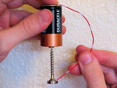 Construir un motor eléctrico en menos de un minuto