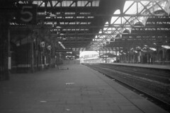 Birmingham Snow Hill Down platform N Autumn 1969 (loose_grip_99) Tags: railroad england abandoned 1969 station train blackwhite birmingham br tracks atmosphere railway trains disused railways midlands blancinegre nonluoghi gwr halt nonplace mainline britishrailways snowhill greatwestern nonlieux unstaffed beeching noitetblanc