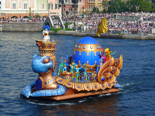 Donald, the Spirit of Adventure is perched high above the Winged Turtle with his own crew of dancers right behind him.  I love all the intricate detail and contrasting colors that make the floats so amazing.