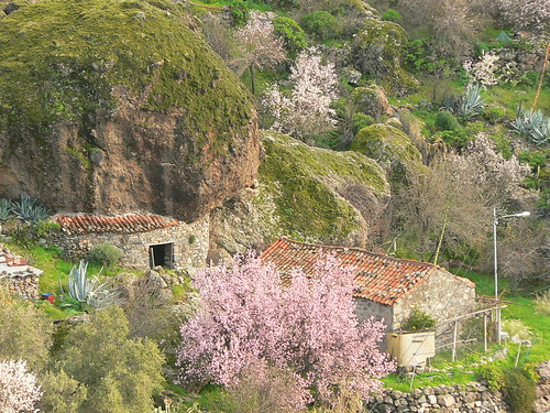 Casa y alpendre cueva / Country house and cave