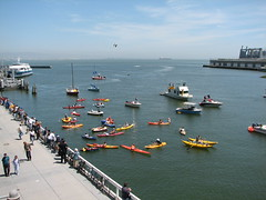 McCovey Cove at AT&T Park (Don Shin) Tags: sanfrancisco boat baseball barry sbcpark giants bonds barrybonds homerun mccoveycove cayak attpark 715th