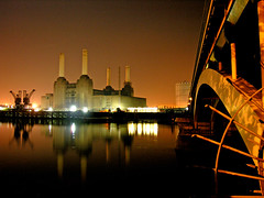 Battersea Power Station and Grosvenor Bridge (Dave Gorman) Tags: reflection industry night landscape documentary cranes riverthames chimneys pimlico railwaybridge batterseapowerstation fromgrosvenorroad gosvenorbridge fbps