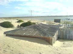 Casa soterrada pelas areias das dunas