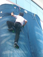 levi's wall climbing challenge (Rex Pe) Tags: china people sports nanning guangxi placesofinterest karstmountains zhuangautonomousregion